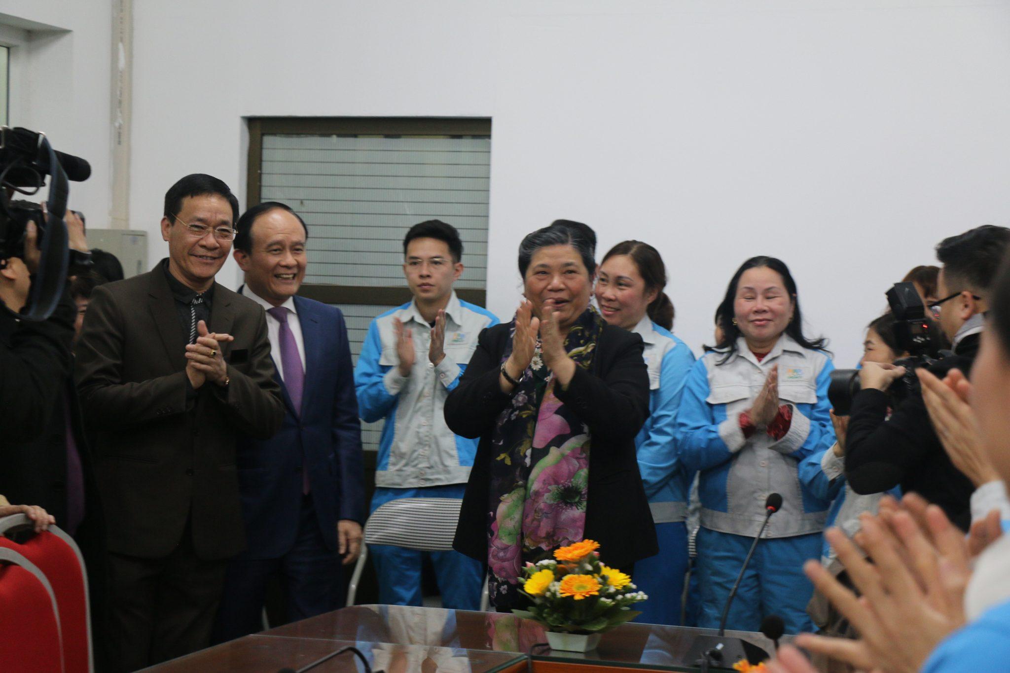 Phó chủ tịch thường trực Quốc Hội Tòng Thị Phóng đến thăm và chúc tết CBCNV Công ty